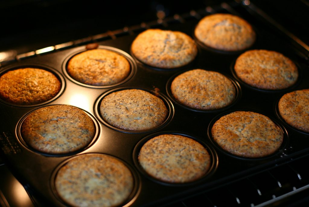 cranberry-mohn_muffins_in_baking_tray